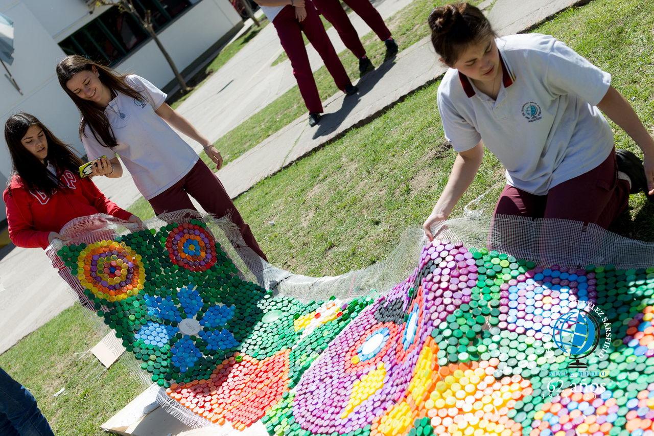 Murales Con Mas De 15 Mil Tapitas Plasticas